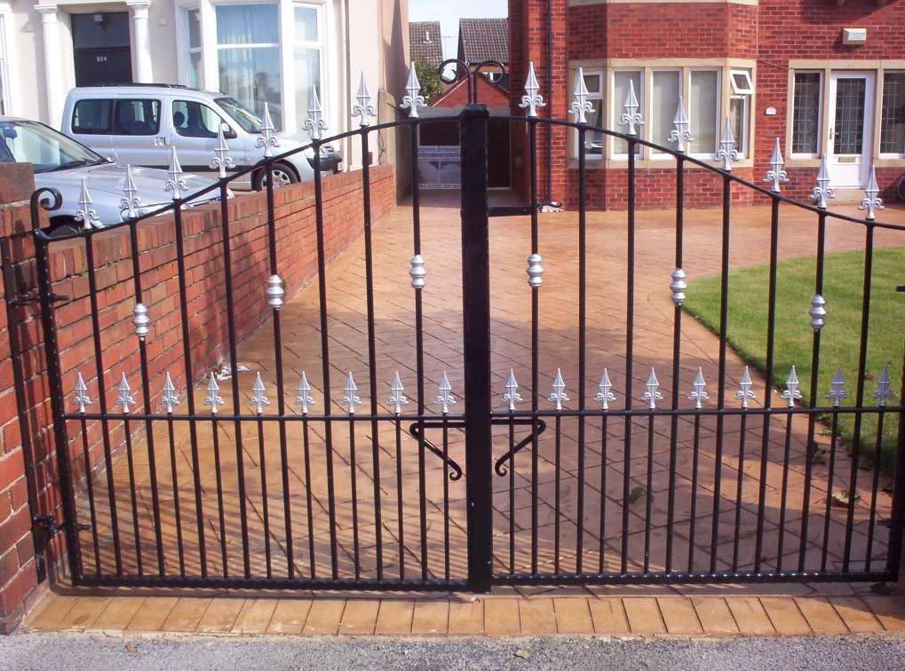 PG003-1C Silver Finish Double Gates