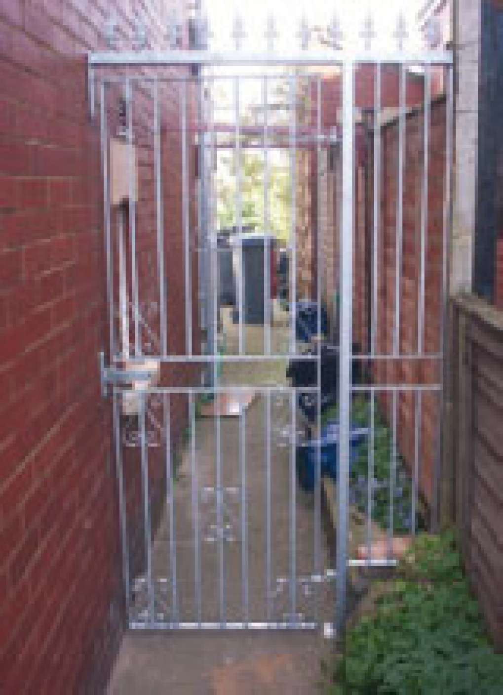Regent 10F Single Gate With Fixed Panel